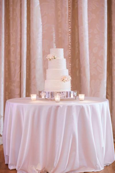 La-vie-en-rose-st-pete-florida-wedding-reception-white-blush-flower-cake-elegant-vinoy