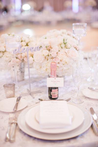 La-vie-en-rose-st-pete-florida-wedding-reception-white-blush-flower-charger-elegant-vinoy