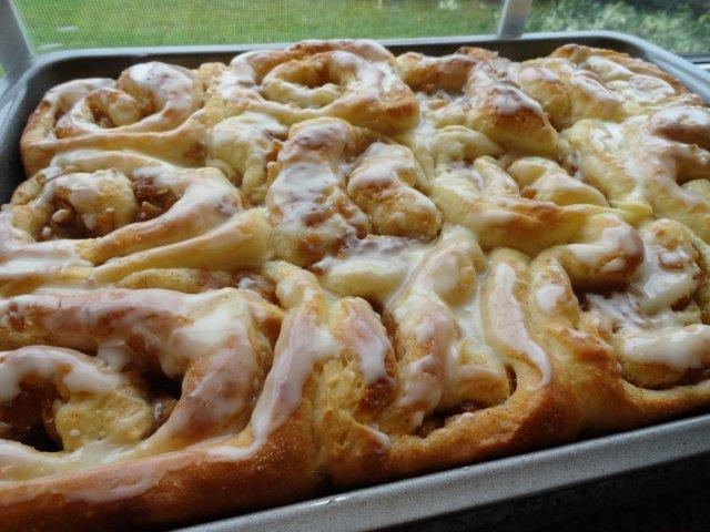 Apple Cinnamon Rolls with Butterscotch Schnapps Glaze