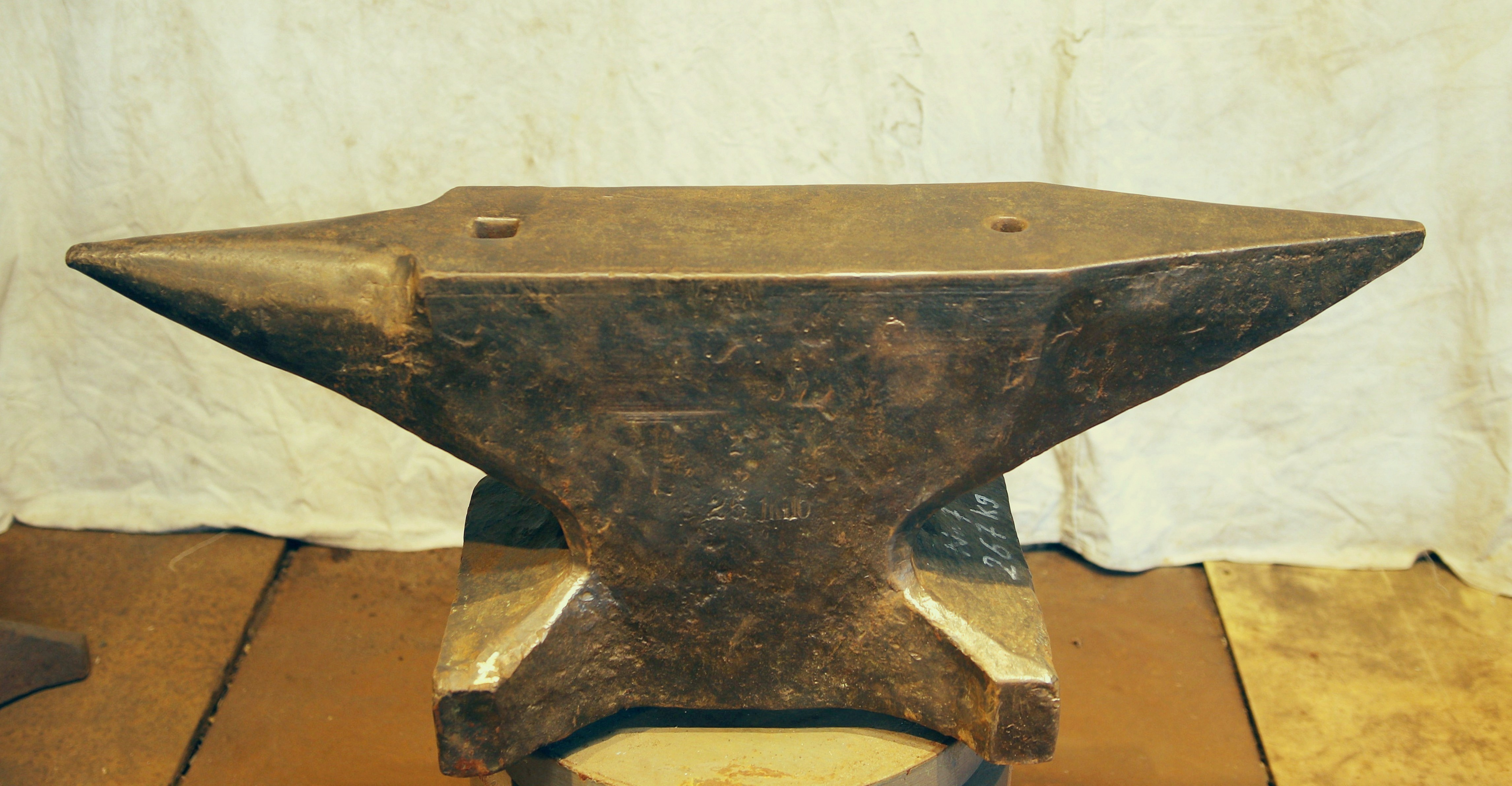 587 lb German anvil for sale- South German style double horn blacksmith anvilfor sale
