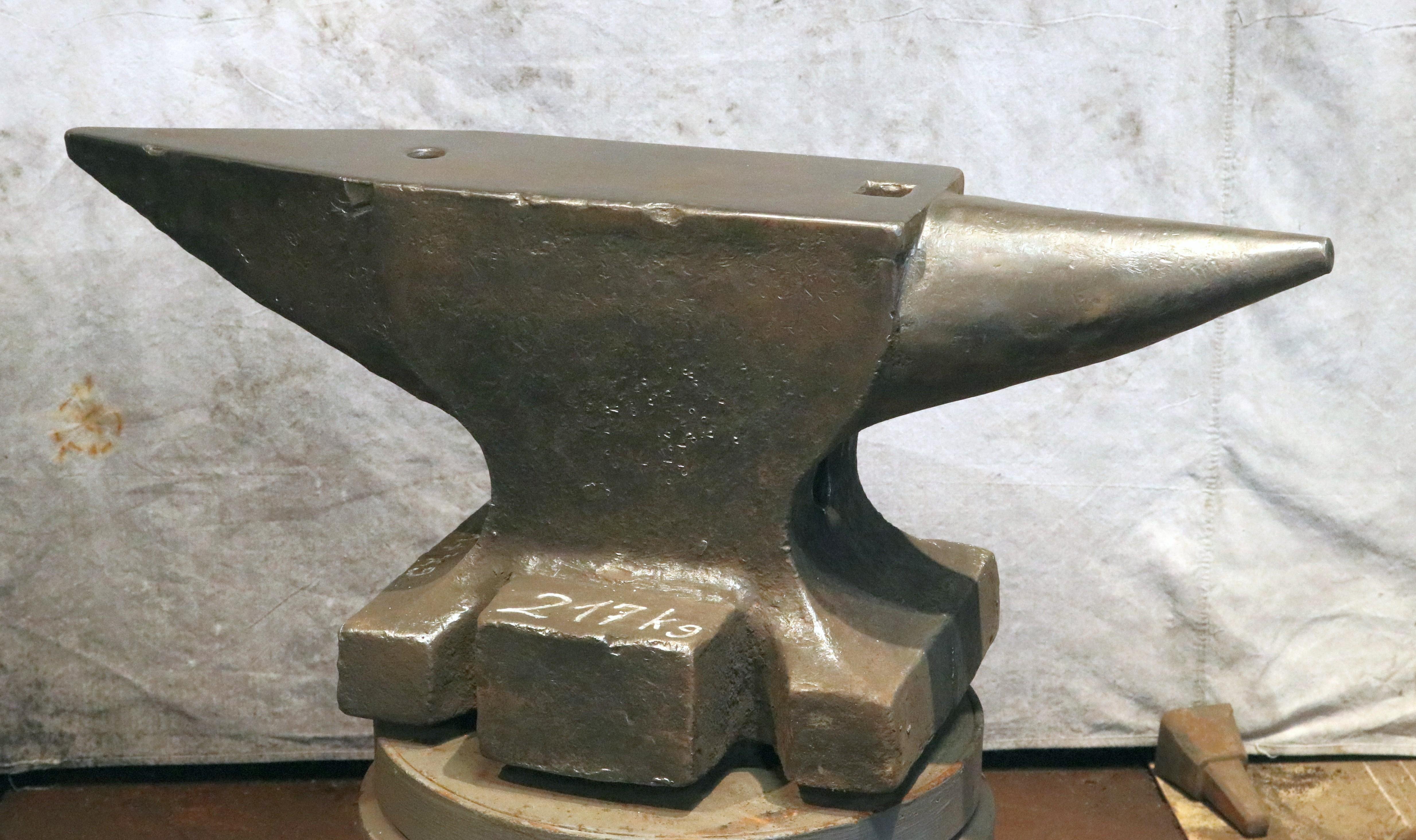 477 lb German anvil for sale, north German cast steel double horned blacksmith anvil
