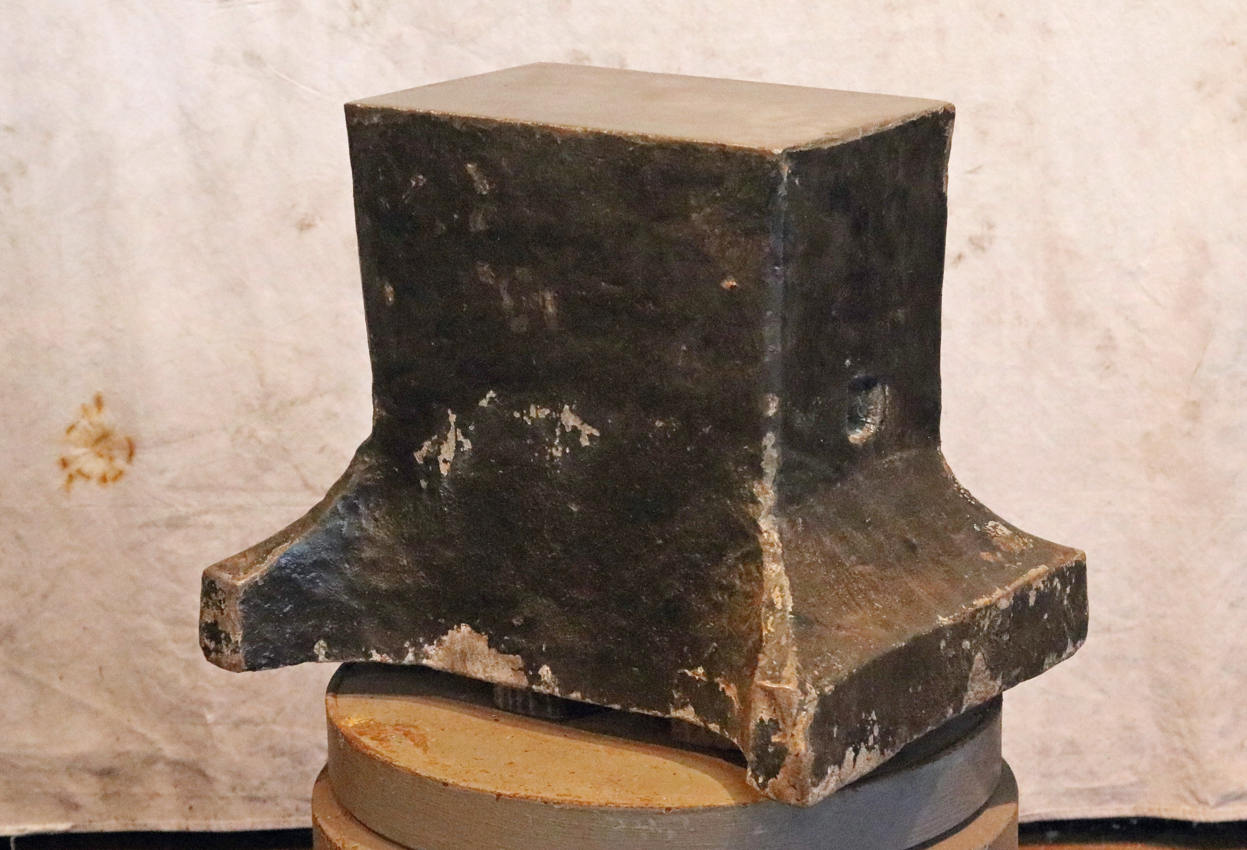 462 lb German Saw Maker's blacksmith anvil in very good condition with original crown - anvil for sale