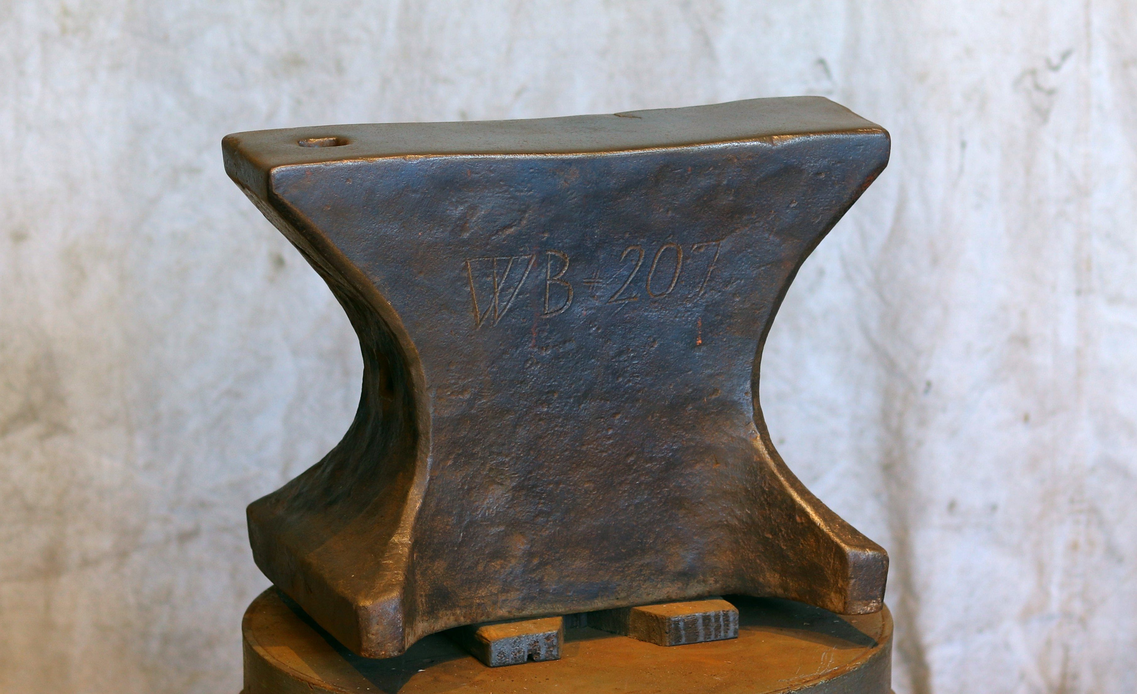 220 lb mid 19th Century German hornless anvil for sale, hand stamped makers mark and weight, good ring and rebound.