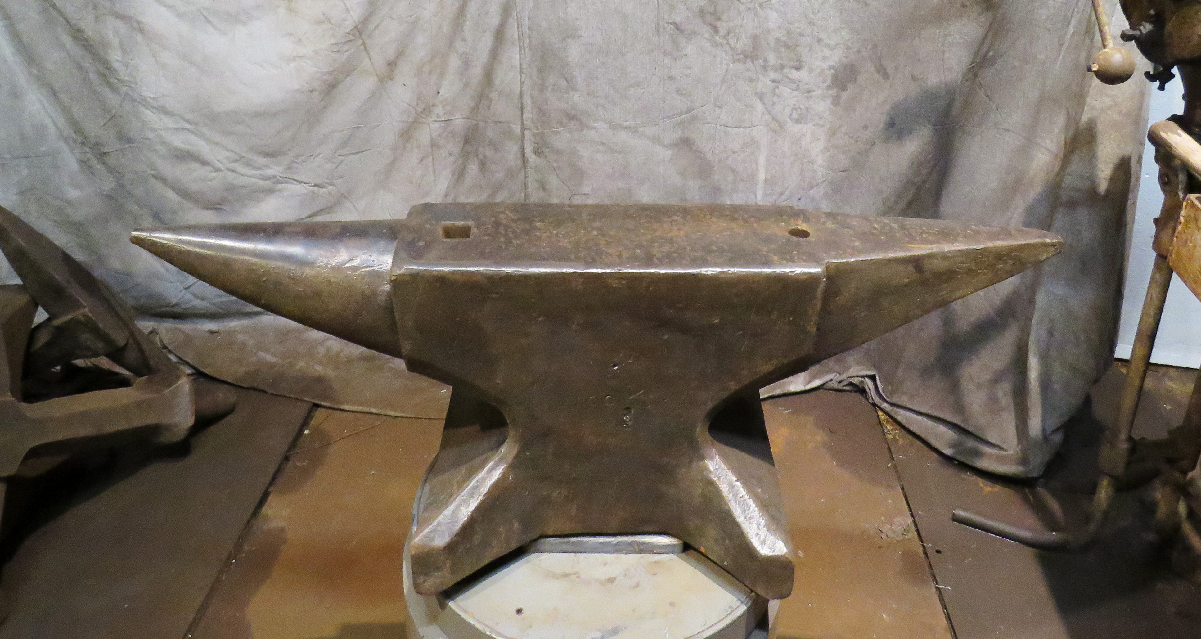 437 lb German anvil for sale, north German style double horn blacksmith anvil