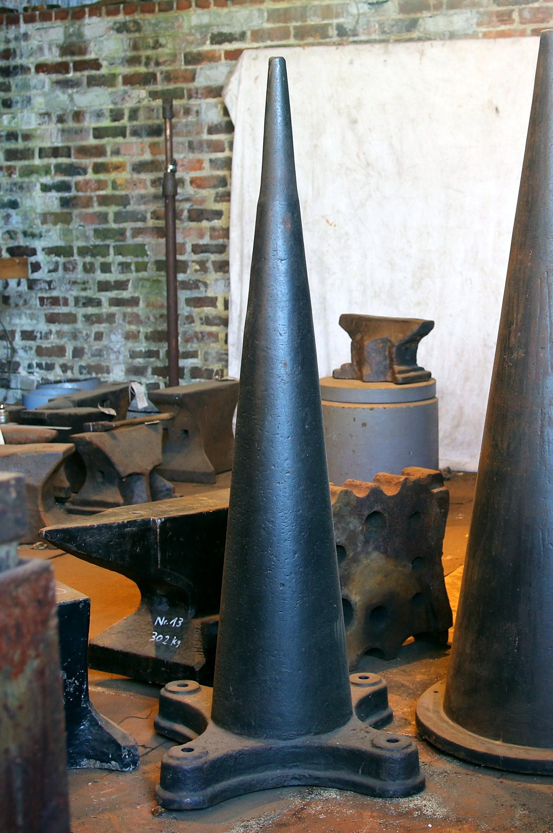 308 lb blacksmith cone anvil German industrial