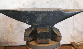 512 lb $2,550 Refflinghaus blacksmith double horn anvil