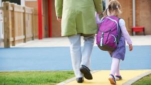 kindergartener_going_to_school_with_backpack