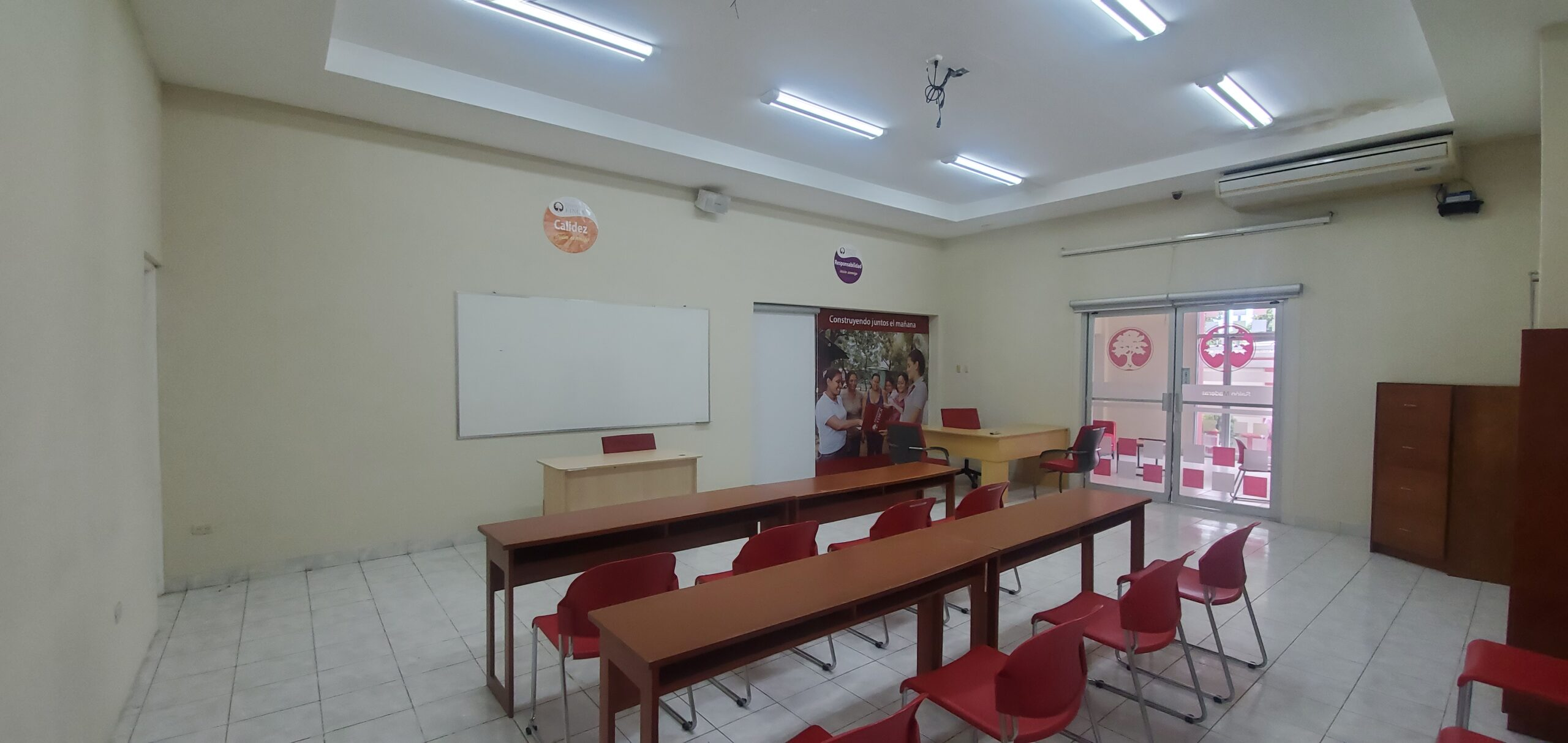 Sale Office available in Bolonia