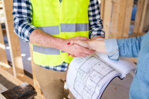 Engineer on construction site of new house reach agreement