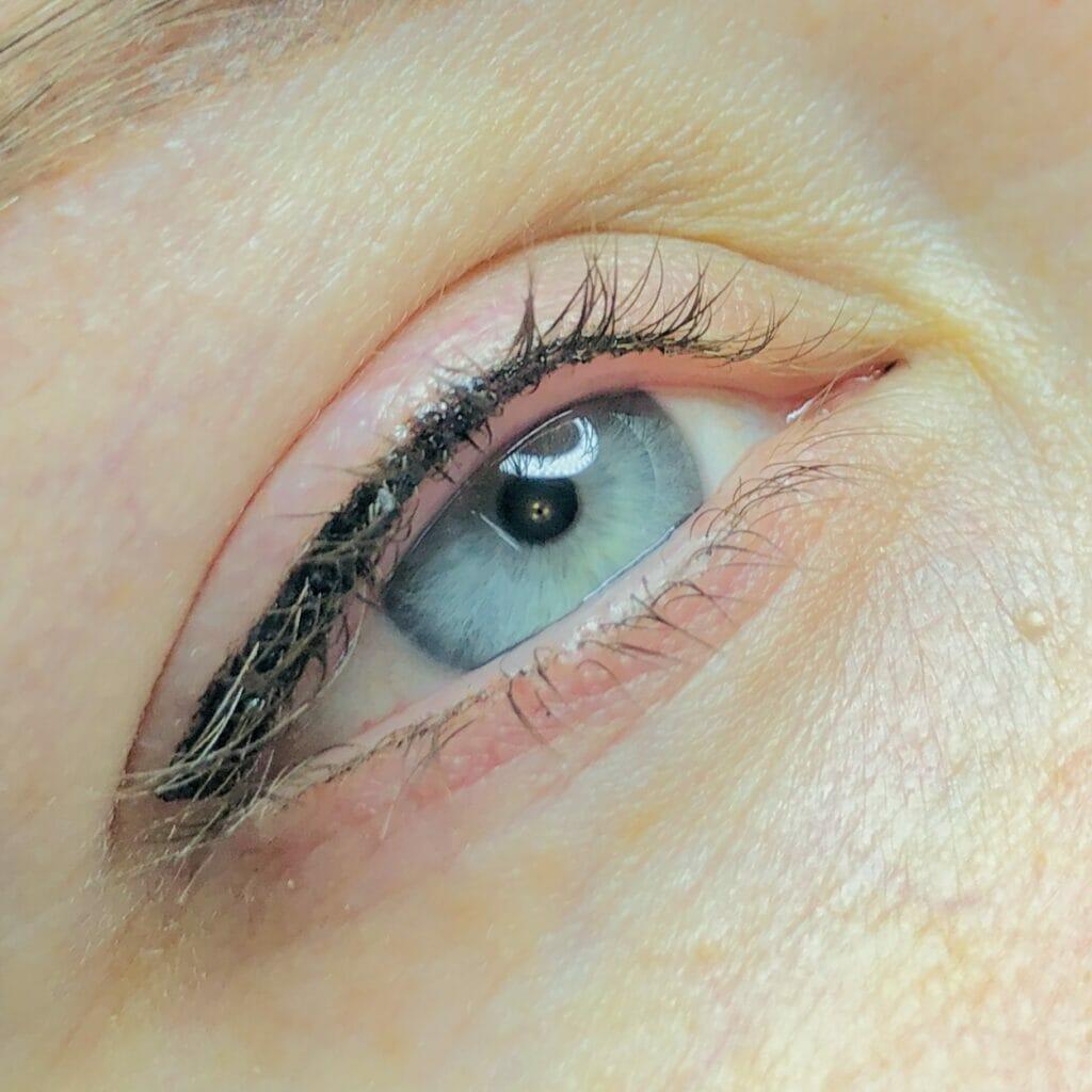 wedge eyeliner