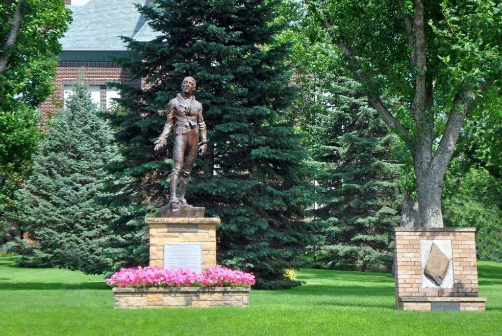 robert-emmett-statue-1-emmetsburg