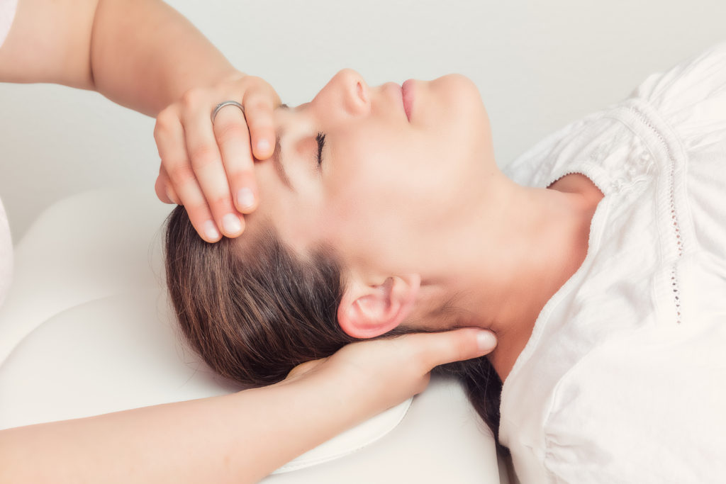 chiropractic treatment on head