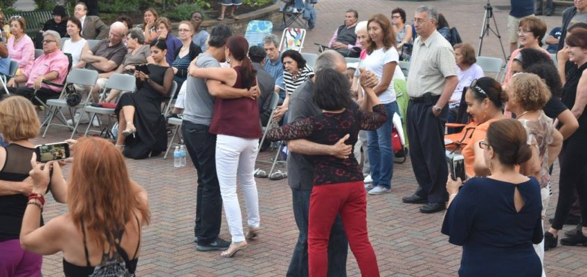 Tango lessons in the Piazza