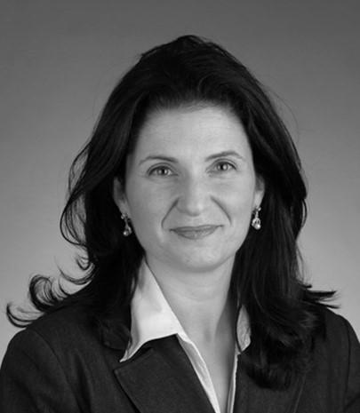 Nancy Longueira headshot