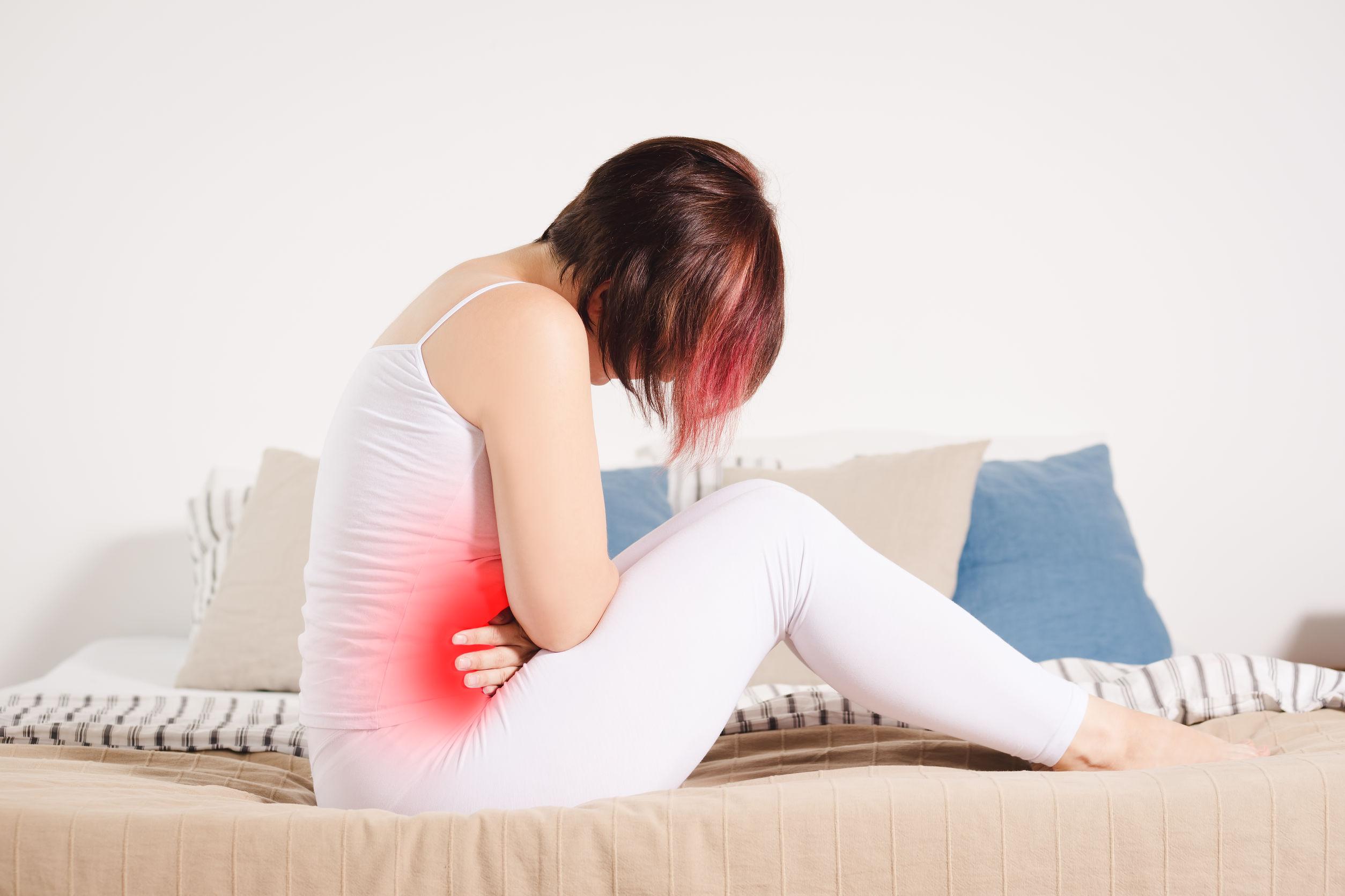 dr-angela-Endometriosis-symptoms-woman-in-pain