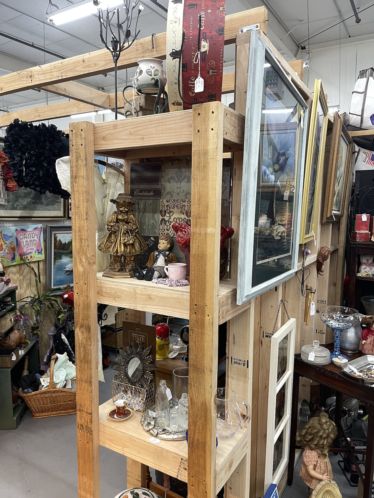 Booth-with-Open-wood-shelve