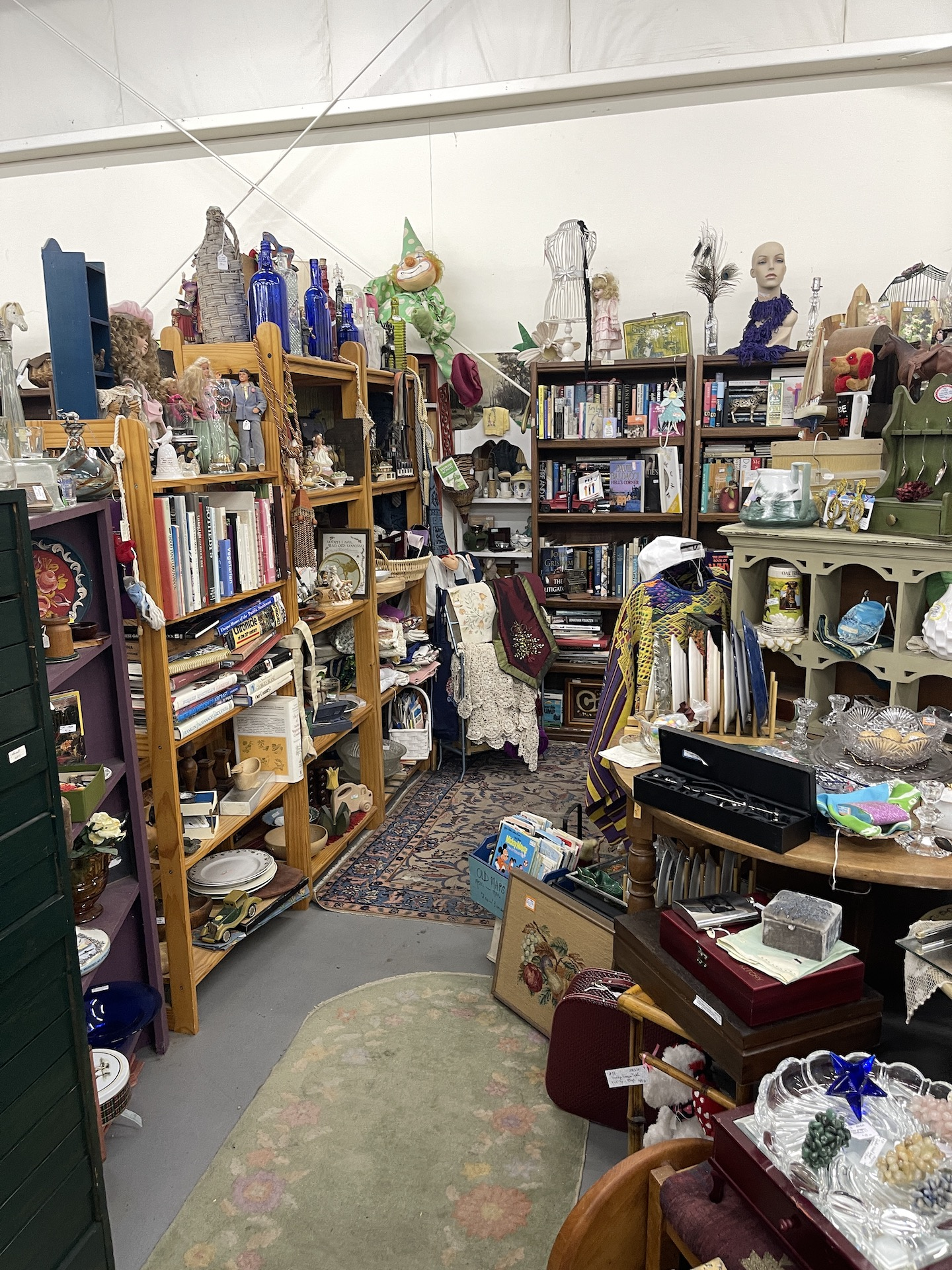 Booth-with-clothing