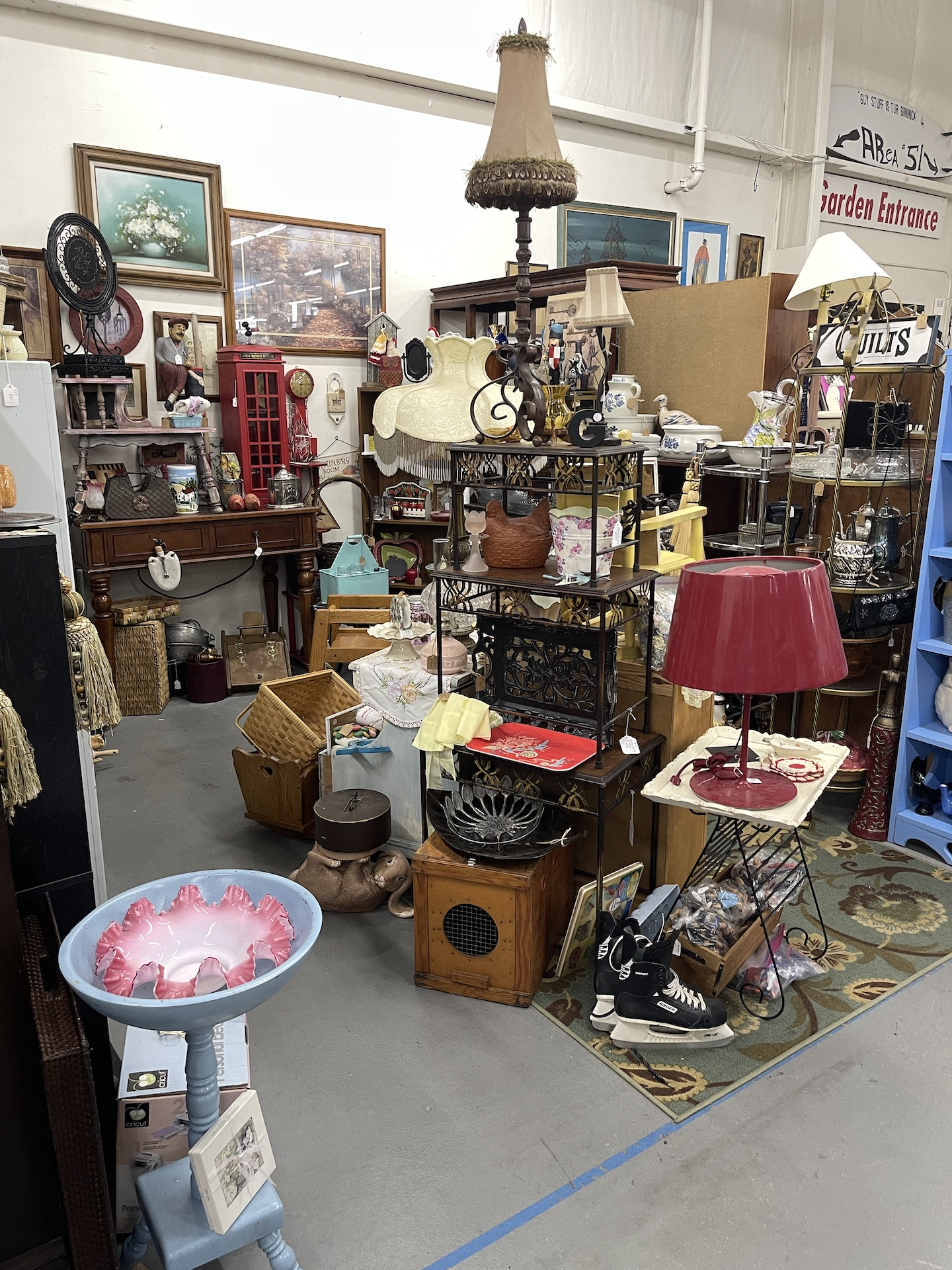 Booth-with-lamps