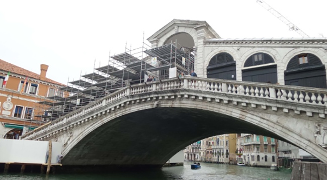 Rialto Bridge, Venice Italy, Construction