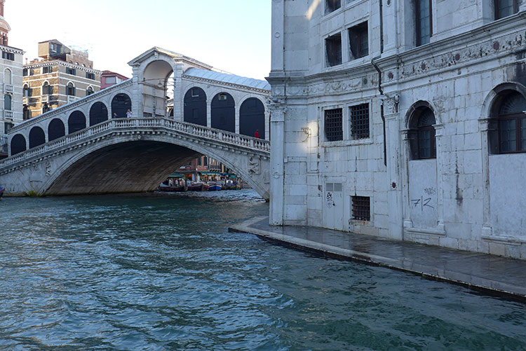 The Rialto Bridge No Construction & No Graffiti