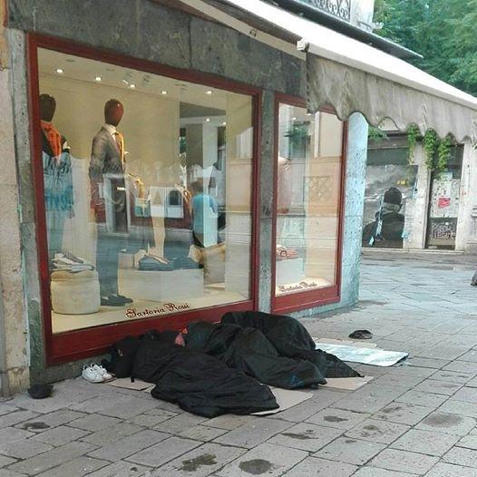 Sleeping Bags on Strada Nuova - Photo NuovaVenezia