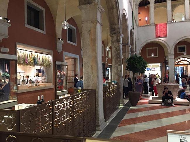 Boutique Shops Fondaco Tedeschi