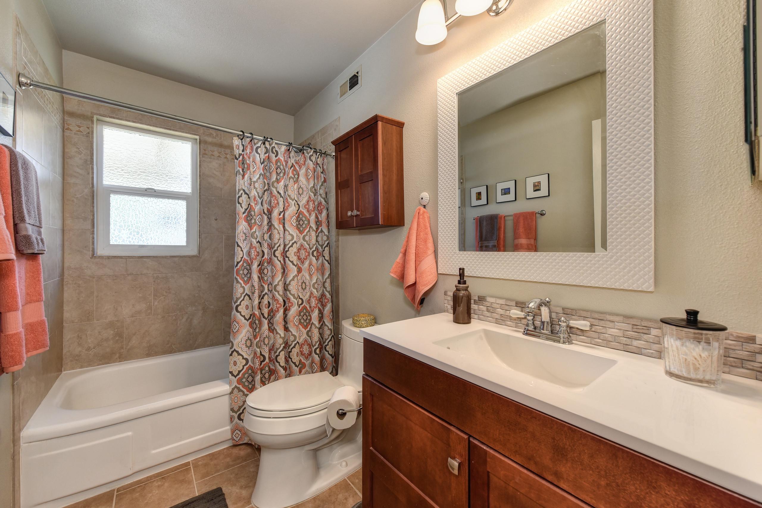 2208 Alegre Court Rancho Cordova CA 95670 ,Bath Room