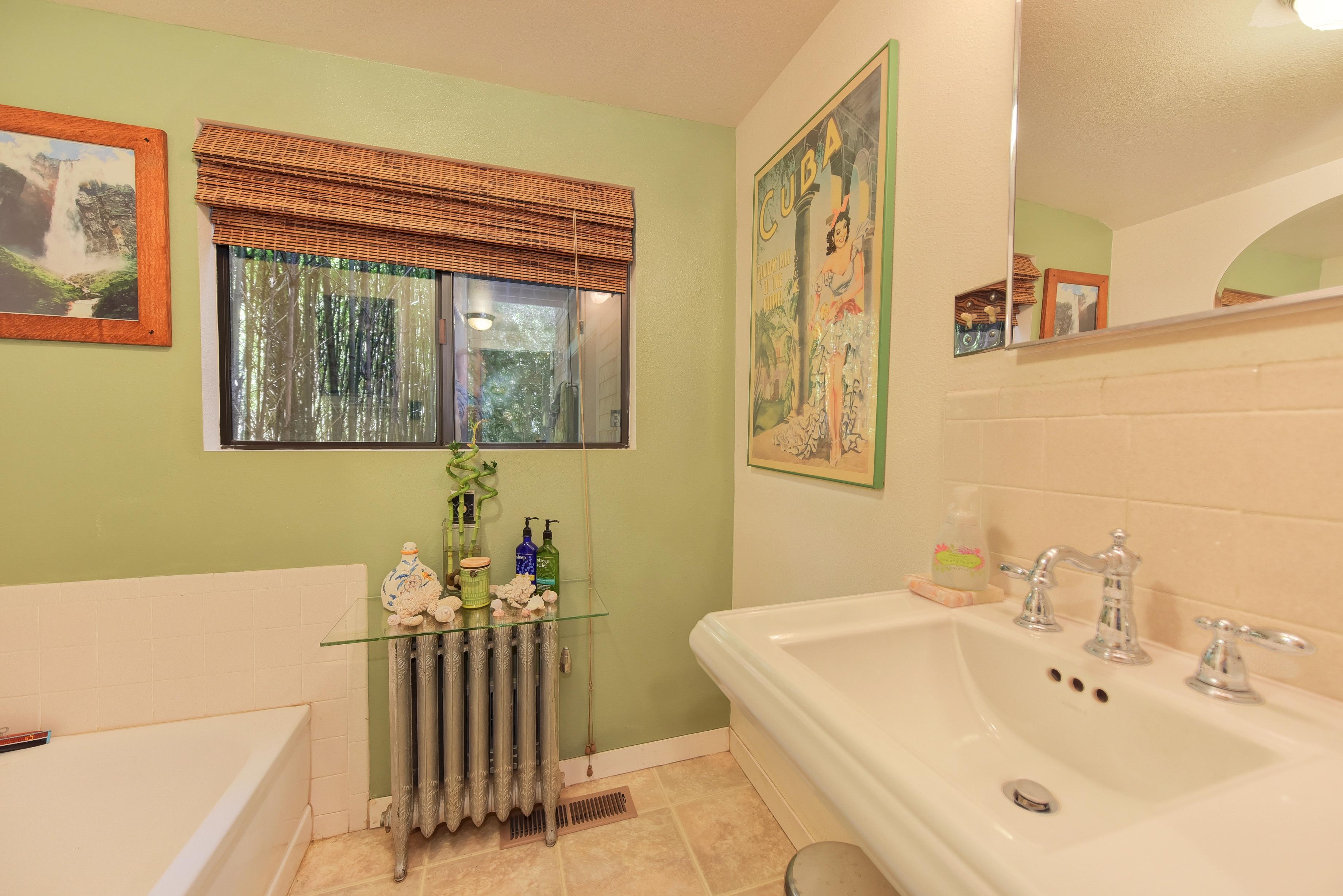 248 Cherry Ave, Auburn CA 95603, DS Bath
