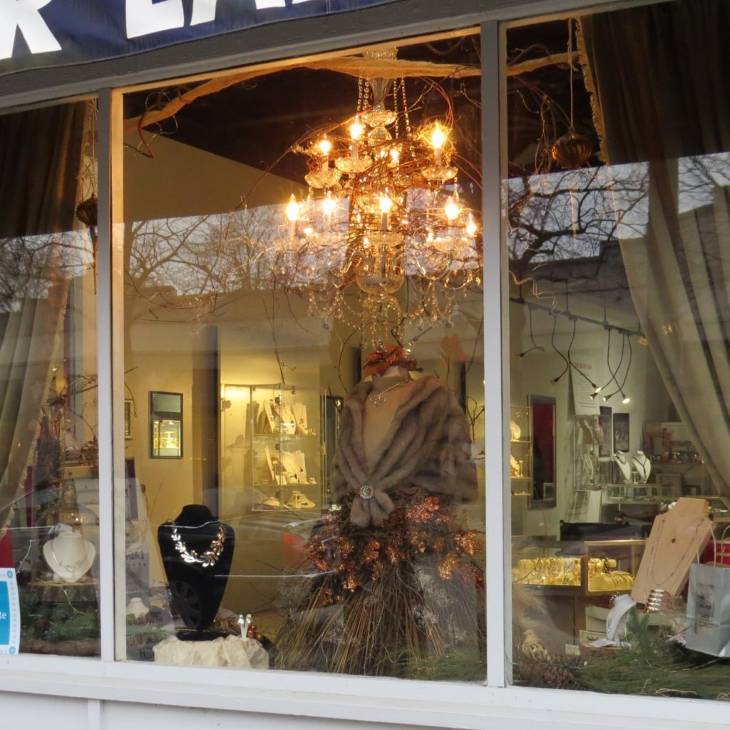 Nicki's Central West End Guide Services Shop News  The Vino Gallery The Silver Lady The Candle Fusion Studio Sarah Doriani East + West di Olivas Centro Modern Furnishings Alex Head