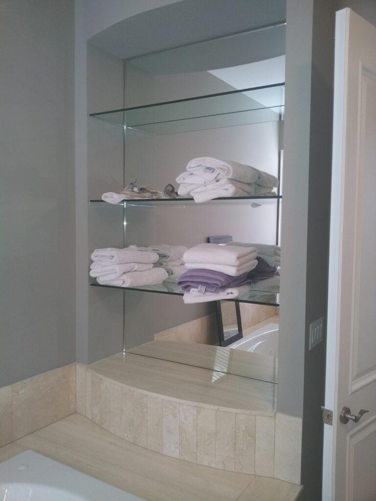 Towel niche
