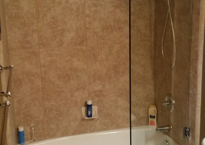 Bathtub European pivot glass door