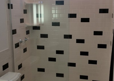 Retro shower screen in Phoenix home