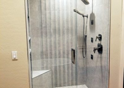 Frameless shower DC Ranch