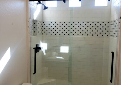 Frameless barn shower