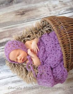 Read more about the article Mohair Bonnet & Wrap Baby Crochet Pattern