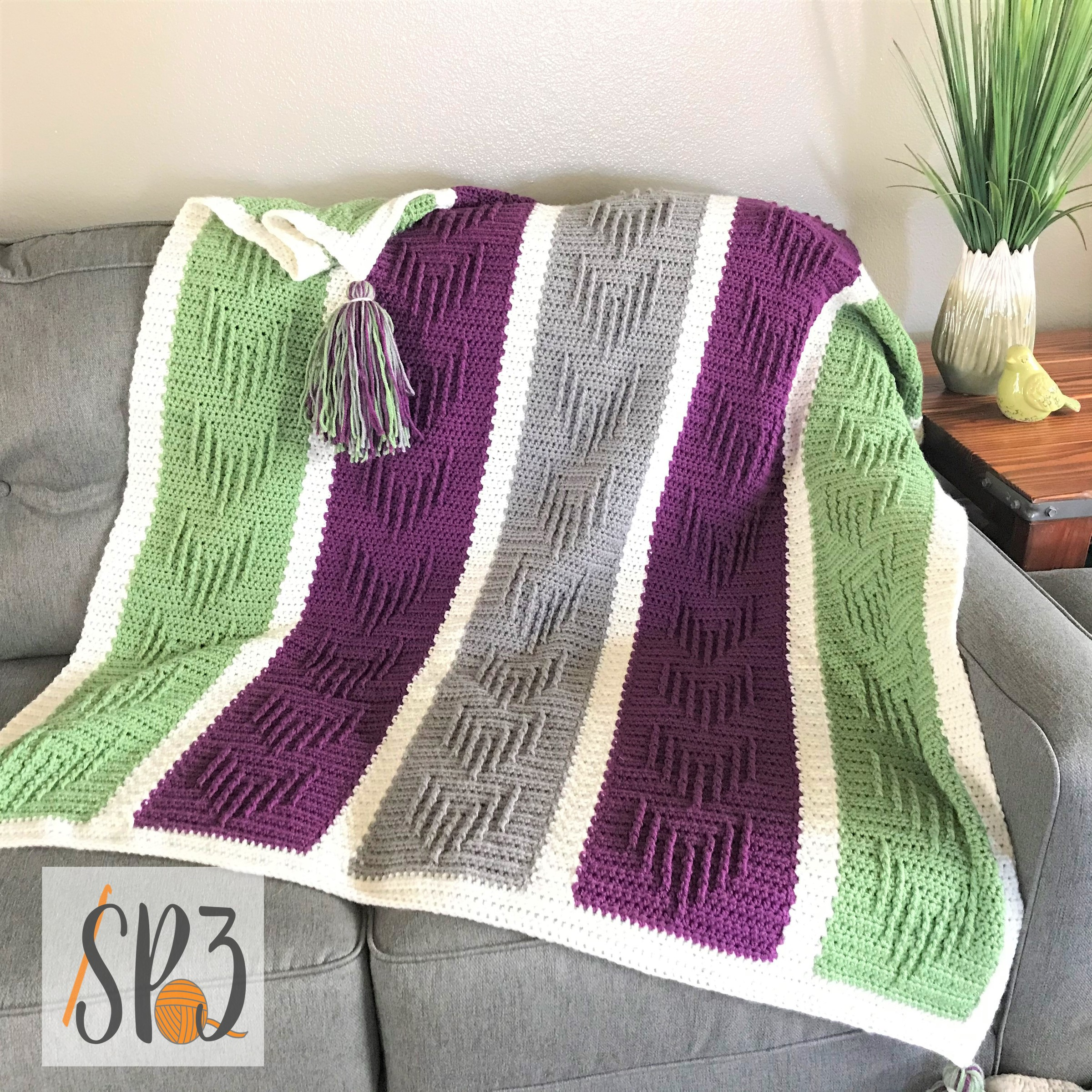 You are currently viewing Chasing Arrows Blanket Crochet Pattern