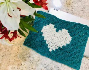 C2C crochet laptop cover