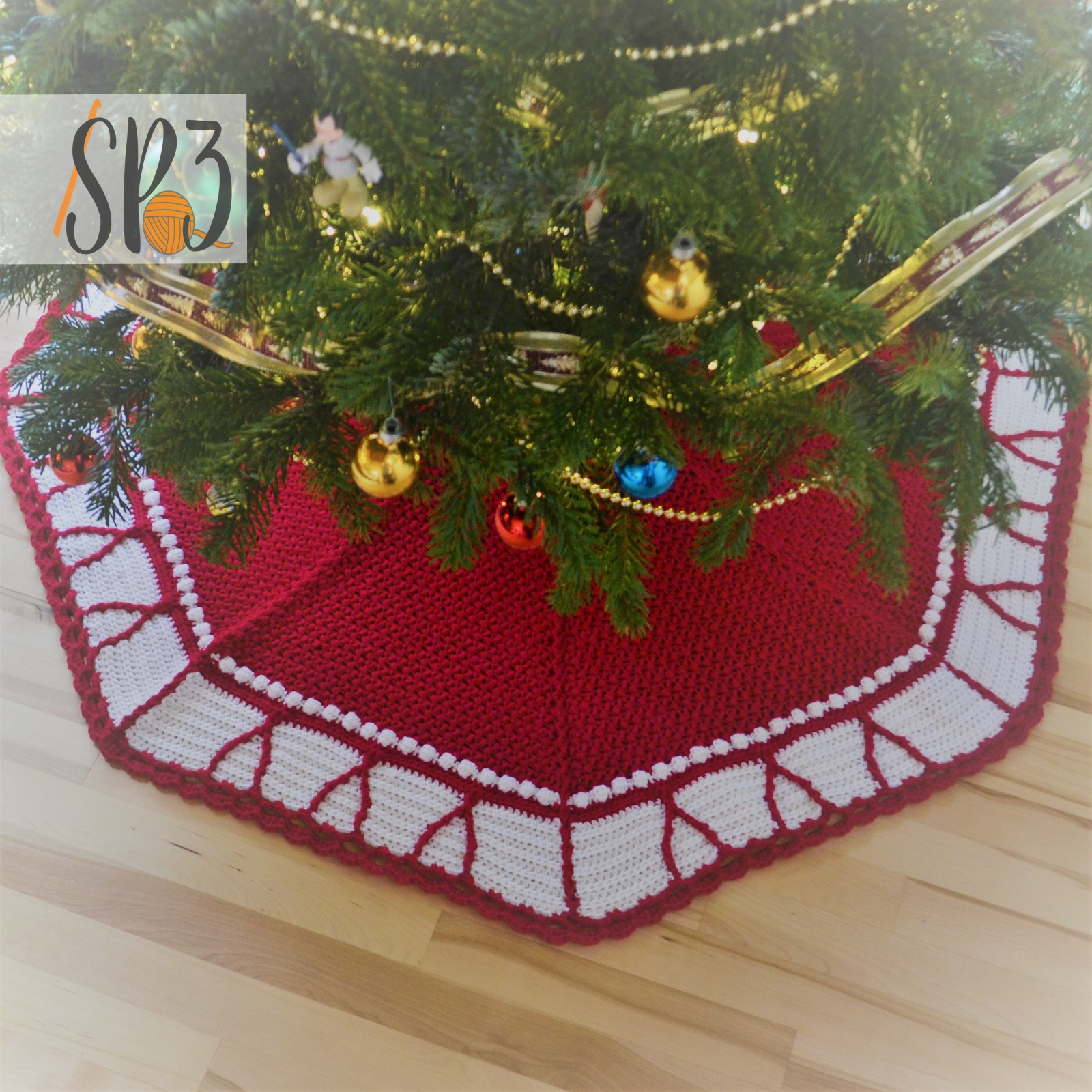 You are currently viewing O' Christmas Tree Skirt Crochet Pattern