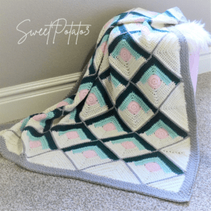 Read more about the article Mountain Lodge Crochet Blanket Pattern