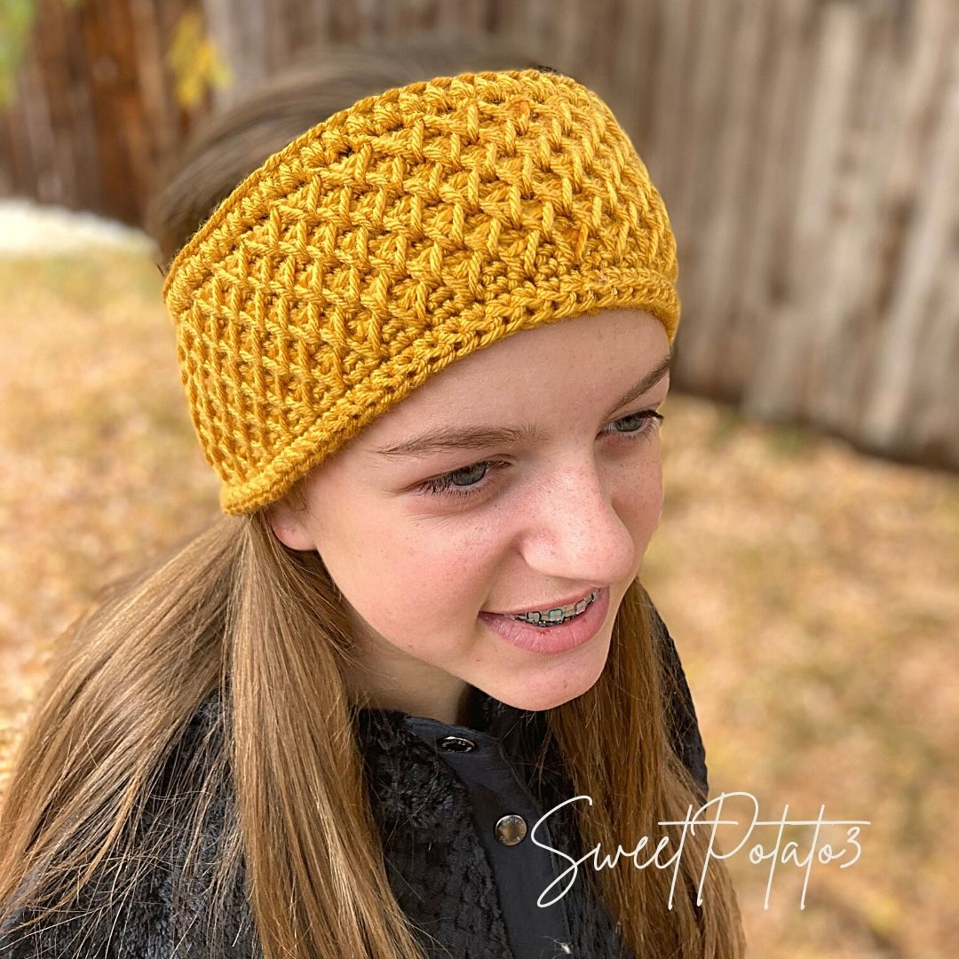 You are currently viewing Sweet Bee Ear Warmer Crochet Pattern