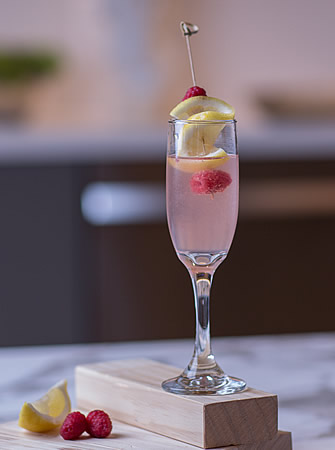 Raspebbery Fizz cocktail