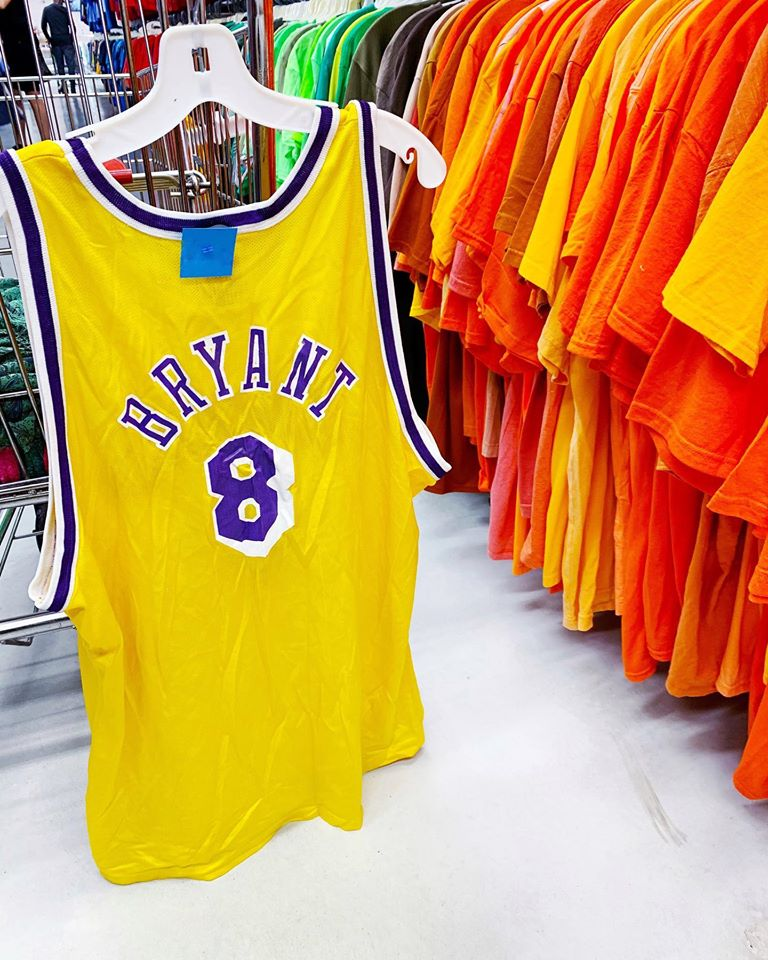 kobe bryant retired jersey 8 lakers yellow
