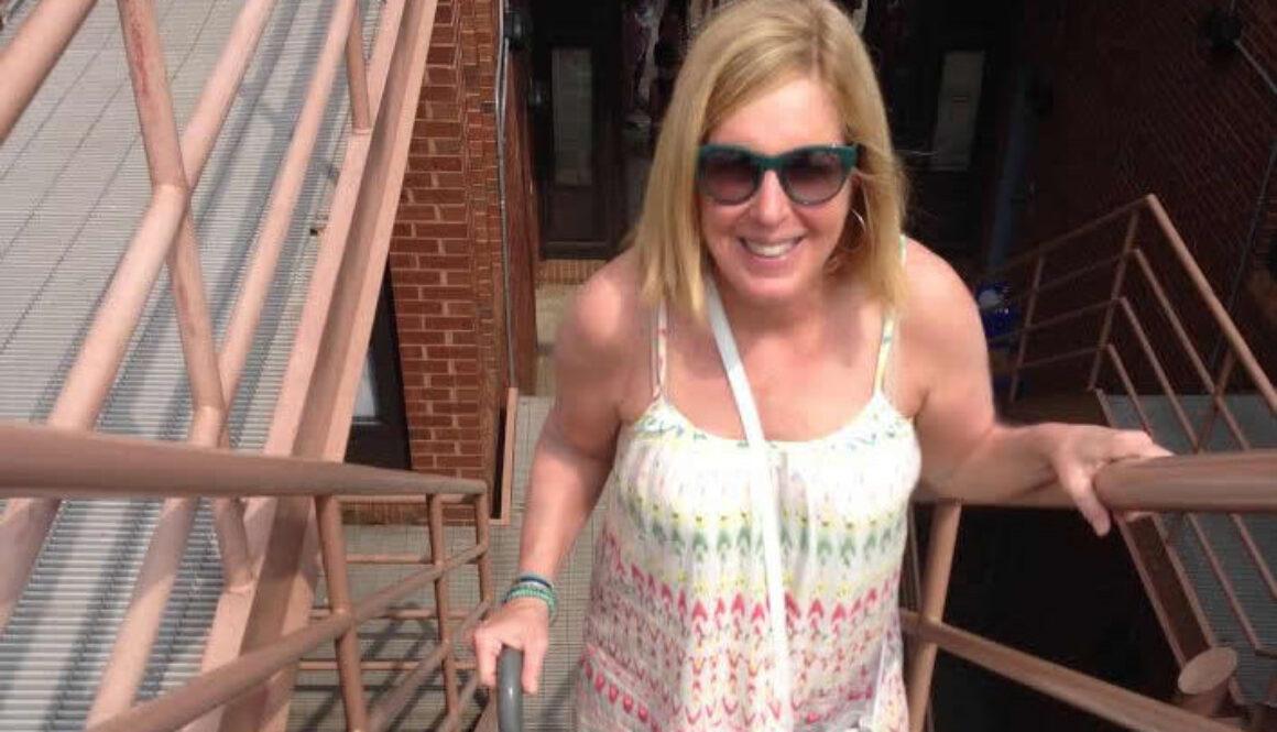 Wendy Climbing Stairs3