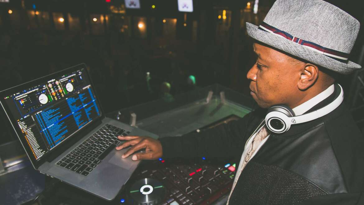 Tips On Booking The Perfect DJ Entertainment