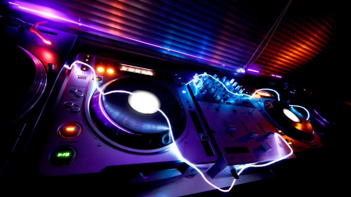 Booking The Right DJ For Your Wedding
