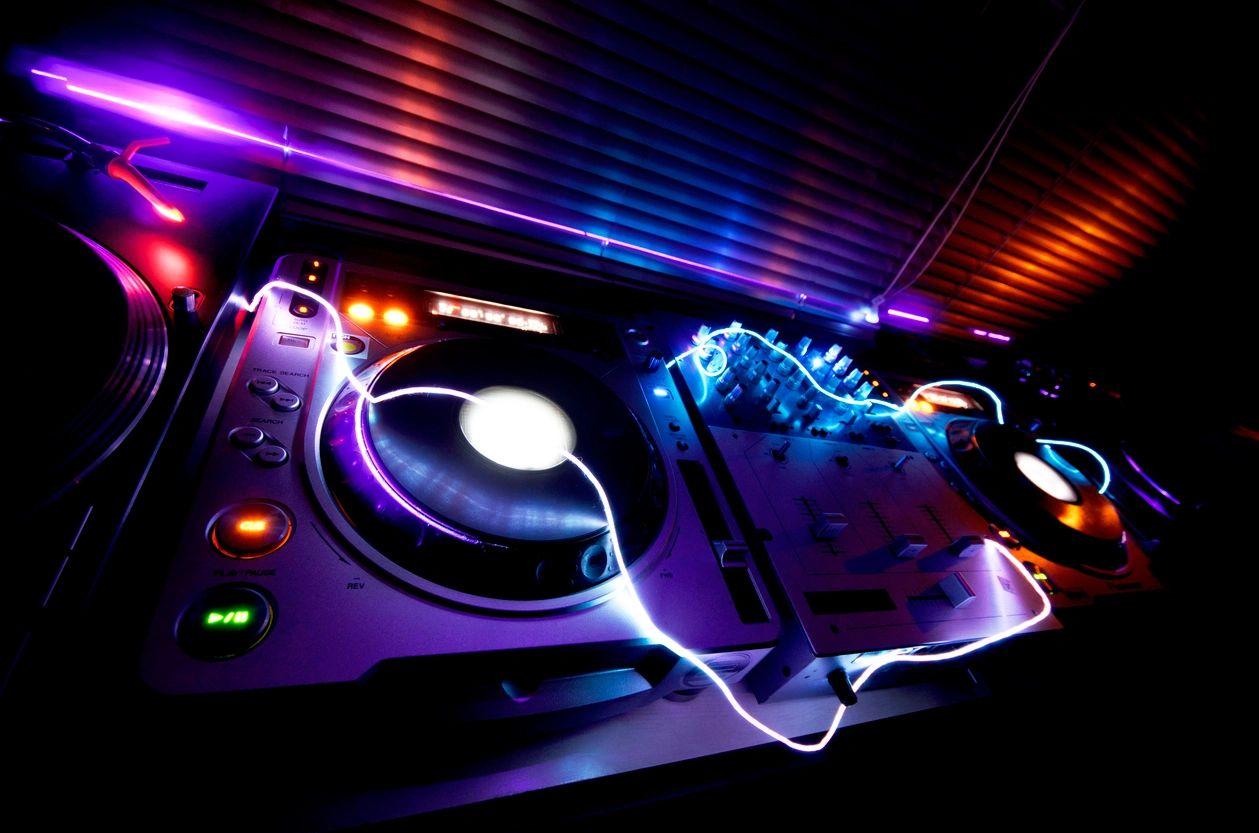 Booking The Right DJ For Your Wedding Hustle Events Entertainment DJ Service Laguna Beach Newport Beach DJ Hustle