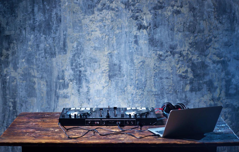 Essential Quality Of Wedding DJ Long Beach DJ Hustle