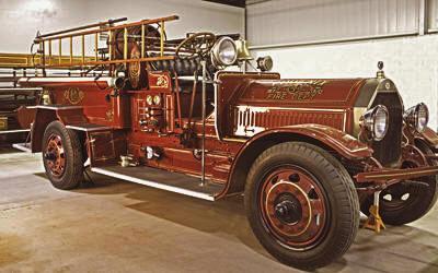 Triple comb. fire engine. Ex – Phoenix, AZ. 1,000 gpm 2 stage pump.