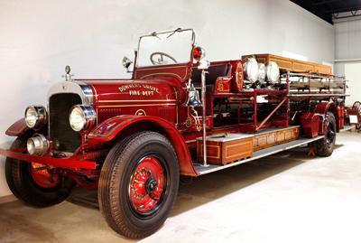 Seagrave Standard city service ladder truck. Ex – Downers Grove, IL.