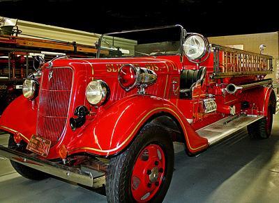 Triple comb. fire engine. Ex – Slinger, WI